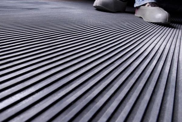 Диэлектрические коврики - дополнительное, но обязательное средство индивидуальной защиты